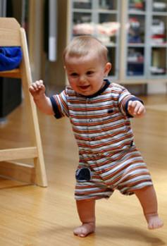 babies-first-step