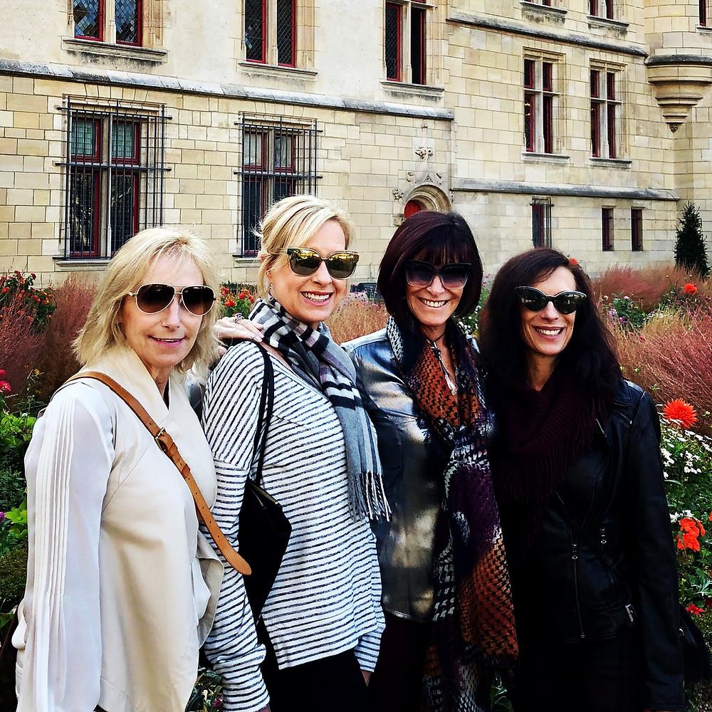 Travel Sisters in Paris