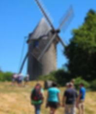 Moulins 2015.jpg Visite des moulins par groupe dans le magnifique panorama du Terrier Marteau à Pouzauges en Vendéé.