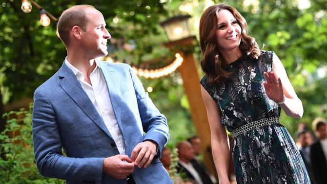Der Duke und die Duchess of Cambridge im Spiegelsaal
