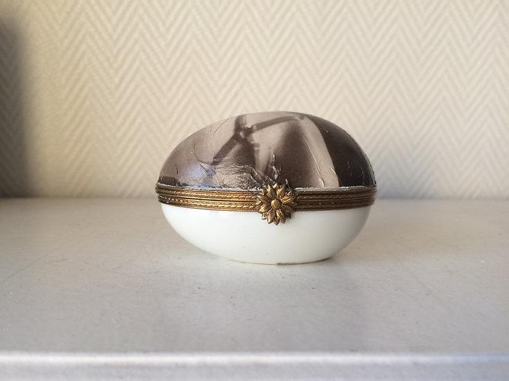 L'œuf en porcelaine