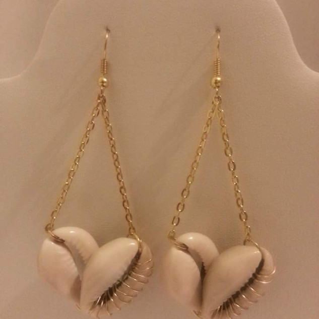 Cowrie shell hearts
