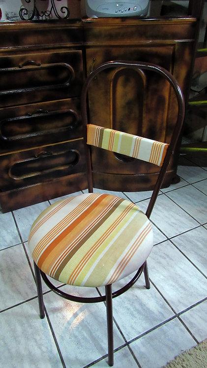 Cadeira Assento Redondo com Estrutura em Ferro