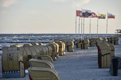 strandkoerbe-am-windigen-strand