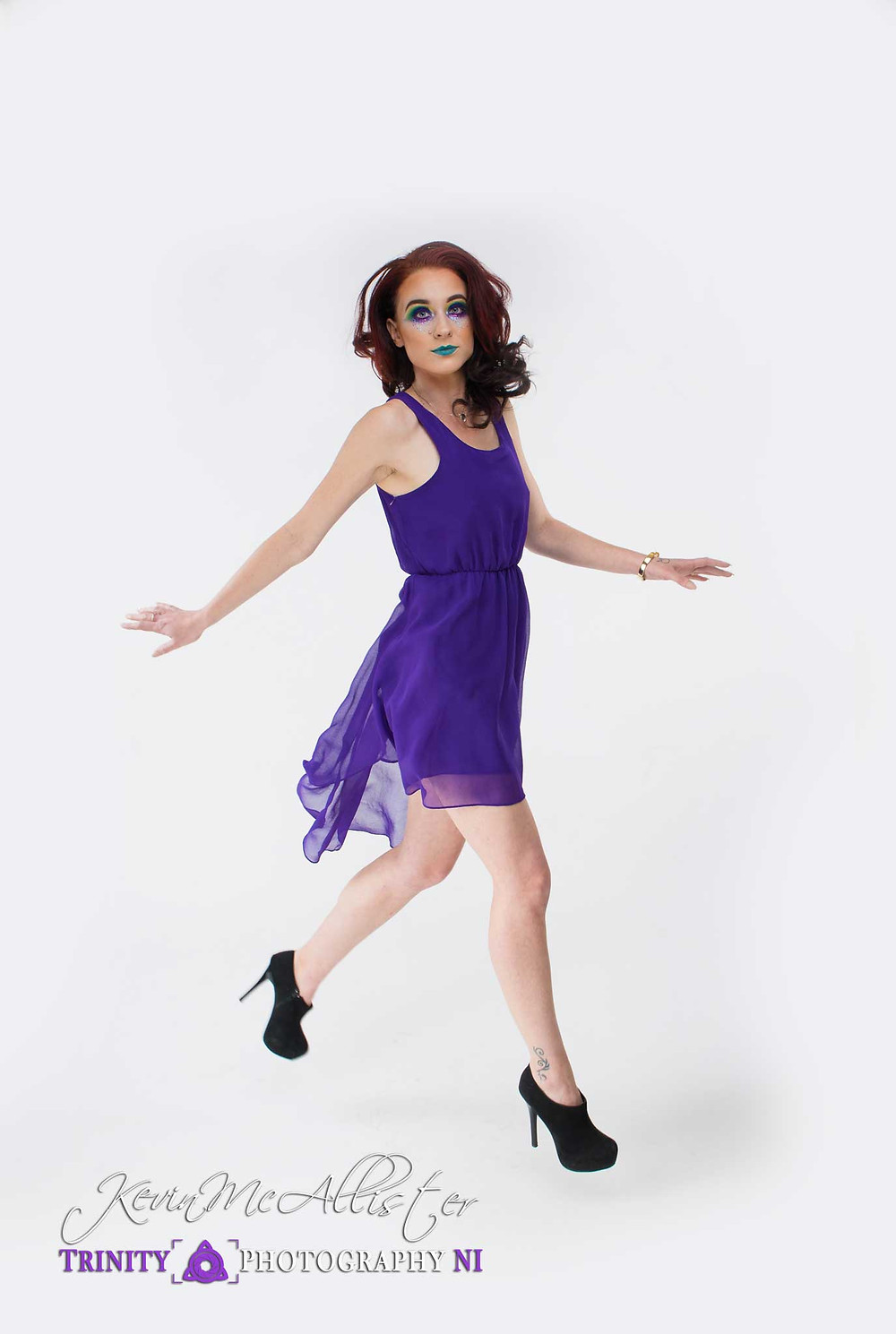 model jump shot purple dress