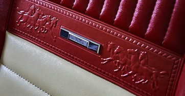 MUSTANG PONY ROUGE 8- detail sieges.jpg