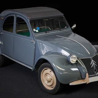 CITROEN 2CV GRIS  - Cougarstars.com, location de véhicules de collection sur les Pays de la Loire et en livraison partour en France