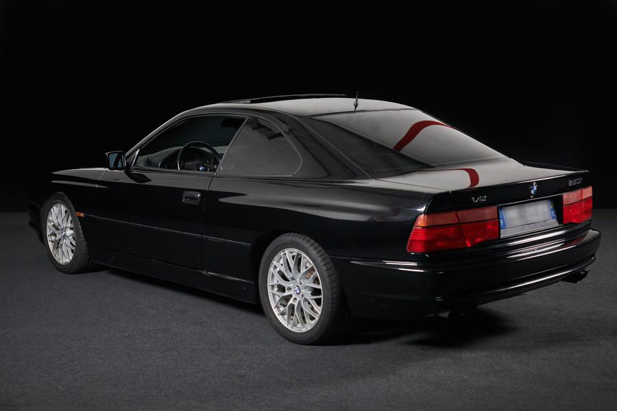 BMW 850i V12 - Un youngtimer surpuissant en location chez Cougarstars