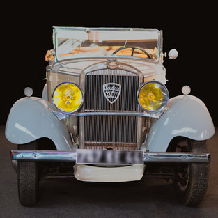 301 Peugeot  Cabriolet à louer en Pays de la Loire. Livraison dans toute la France.