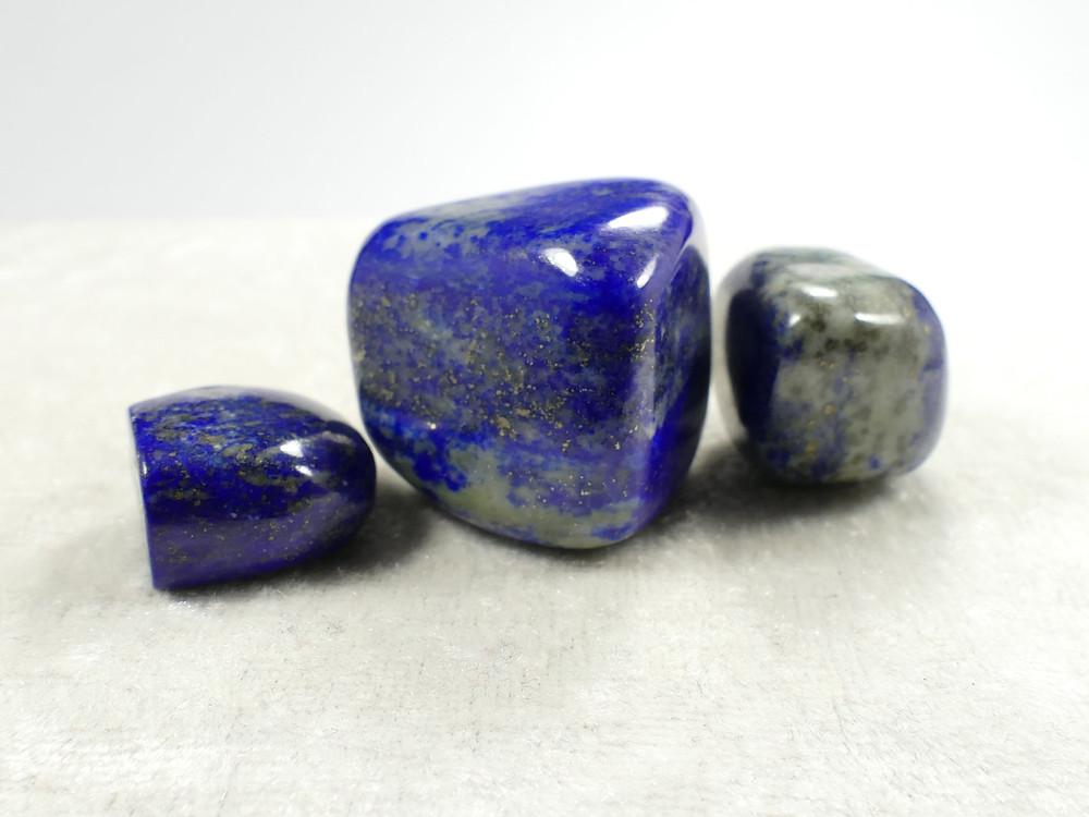 pierre roulée, lapis lazuli, pierre propriétés, lithothérapie, soins énergétiques, reiki, massage, paris 17, shiatsu, zen