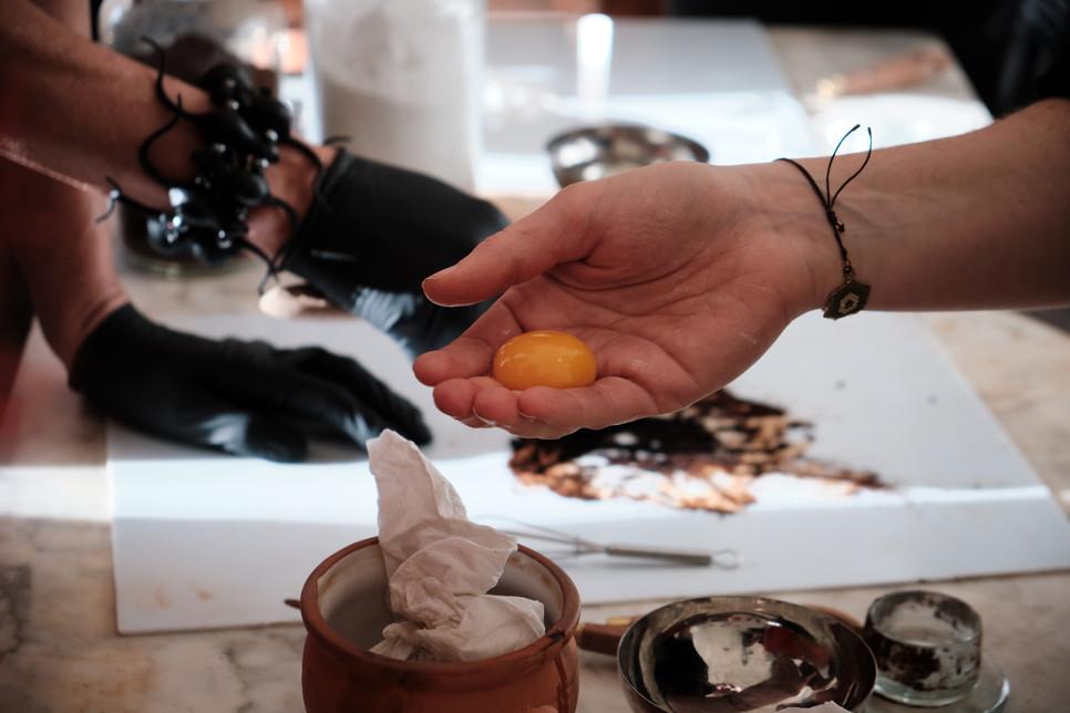 Tempera maken van eigeel en droge pigmenten