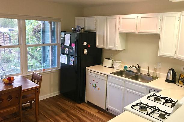3. Kitchen.jpg