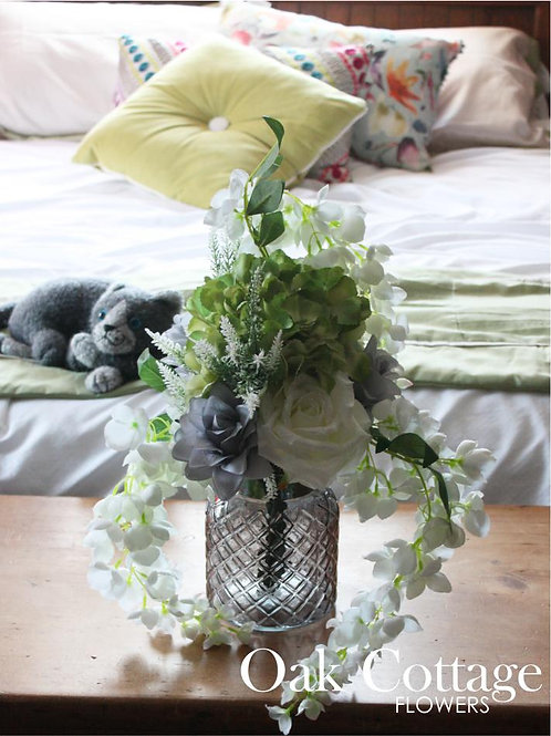Frosted Rose Bouquet in Glass Lattice Vase