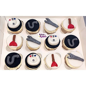 Plumbing themed fluffy vanilla cupcakes�