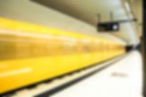 photographie urbaine : un metro jaune à Berlin