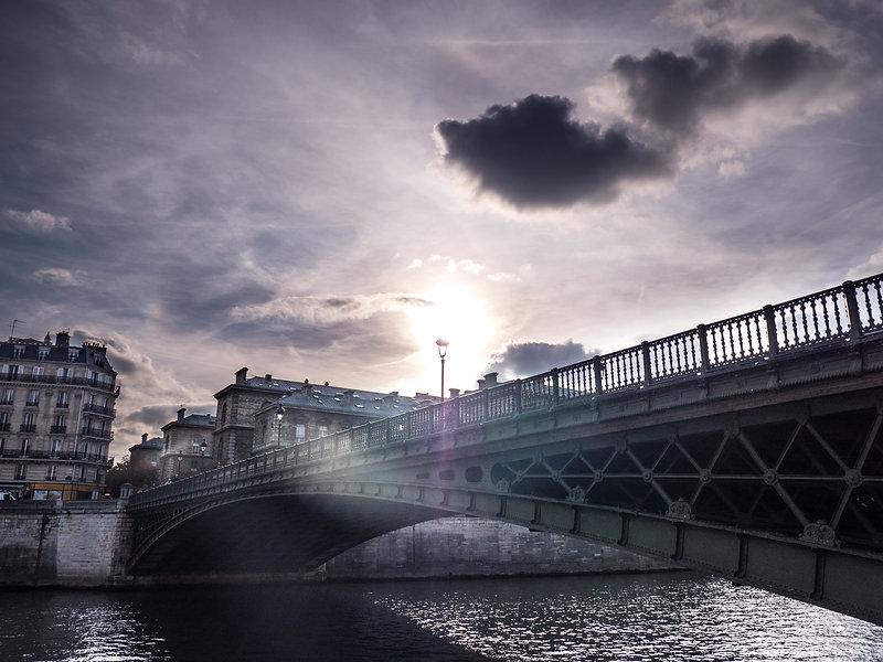 photographie urbaine : un pont au dessus de la seine à Paris