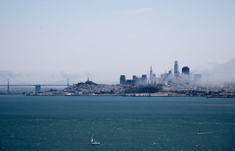 photographie de ville : San Francisco avec le brouillard qui se lève sur la ville