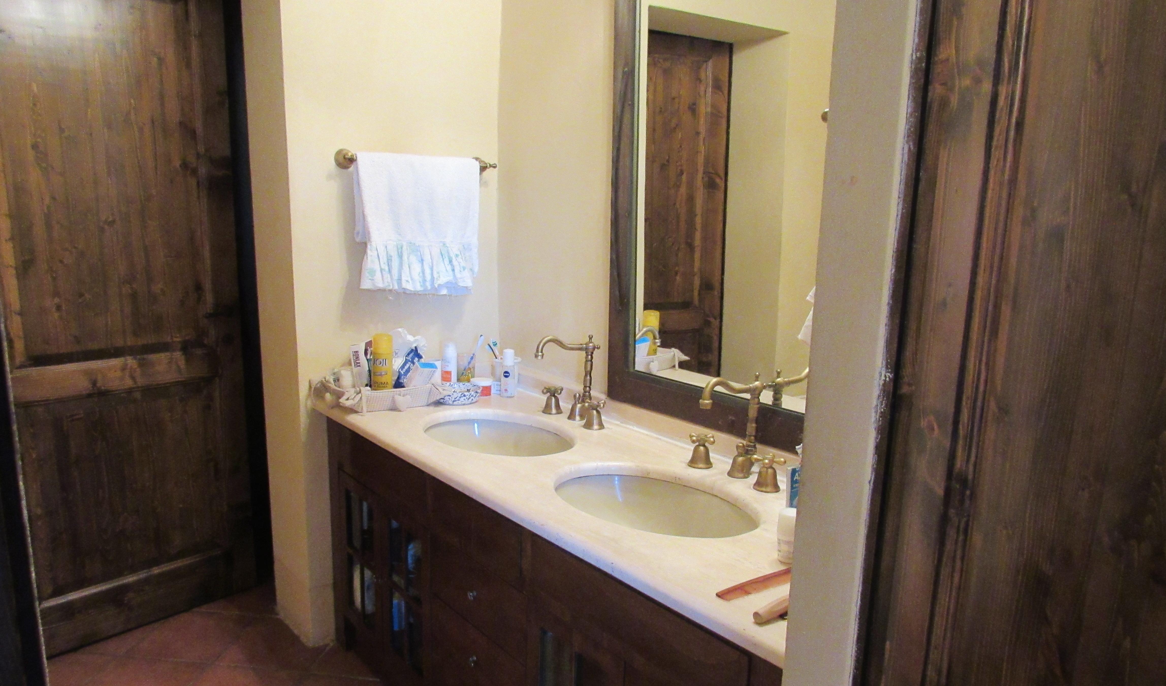 15. Torre Apartment Master Bathroom