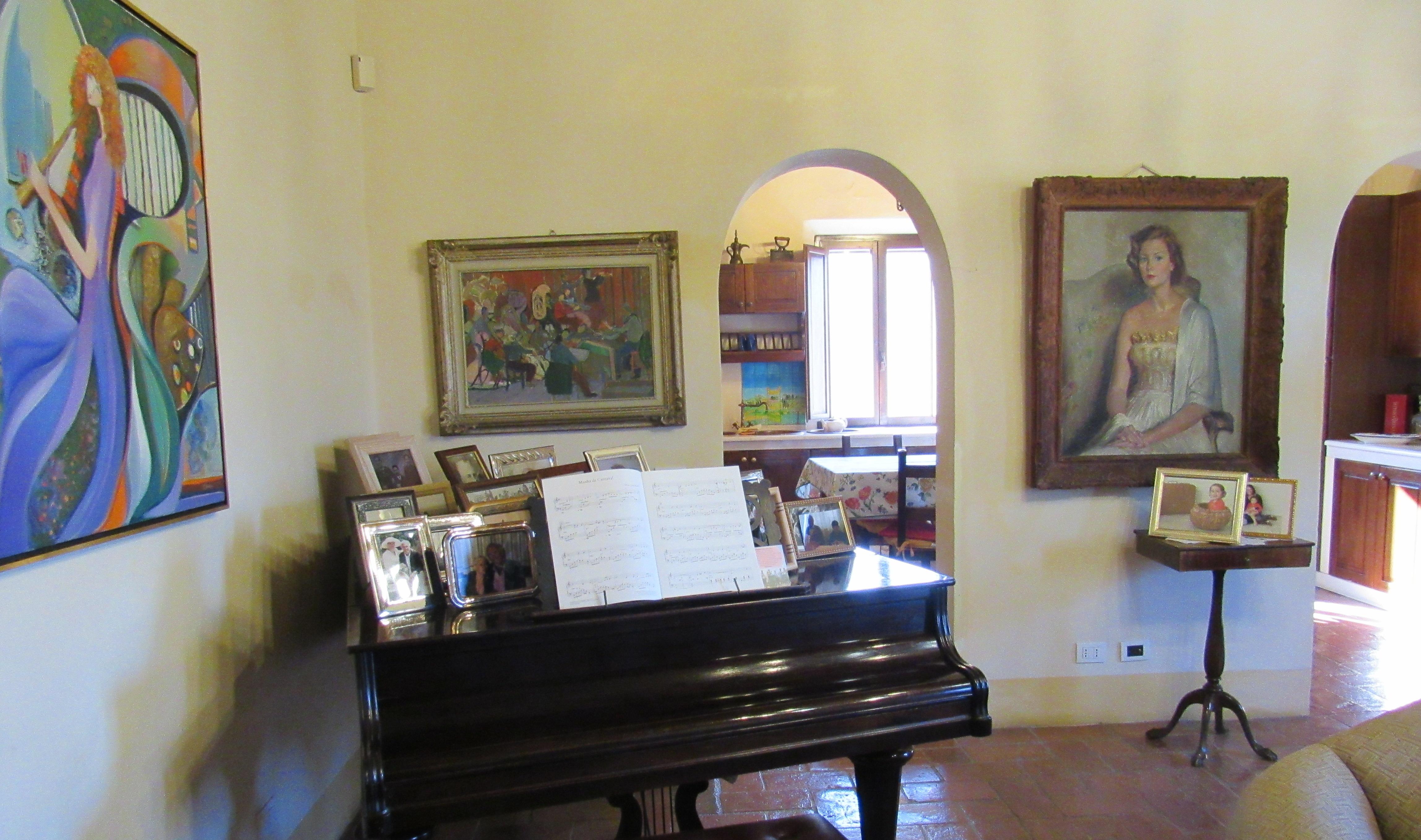 13. Torre Apartment Piano
