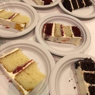 Kitchen/Cutting Cakes