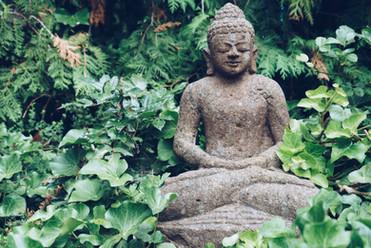 buddha-sculpture-on-green-nature-PF5Q2DF