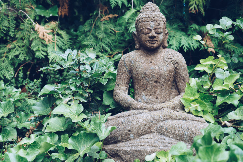 buddha-sculpture-on-green-nature-PF5Q2DF