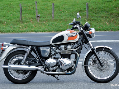 Triumph Bonneville Right View