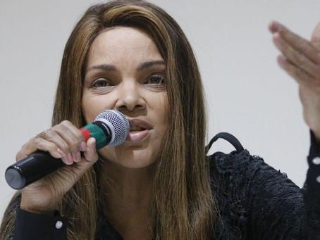 Justiça do RJ decide afastar Flordelis do mandato de deputada federal