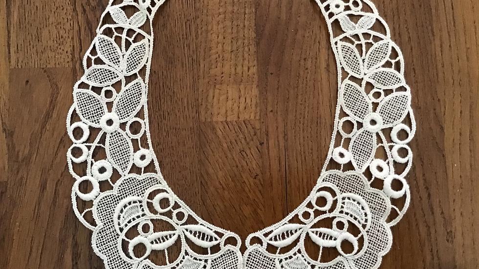 Victoria  Lace Collar