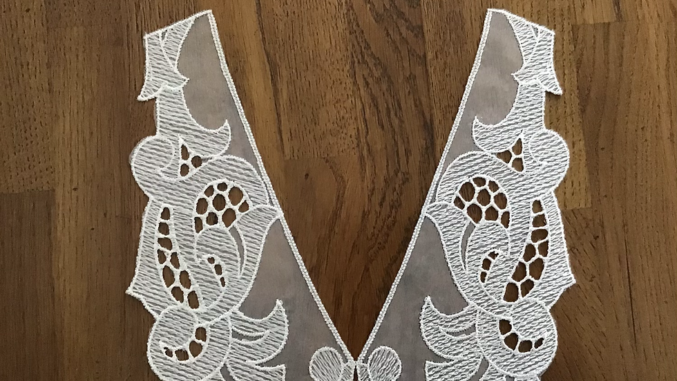 Sybille  White Embroidered Collar