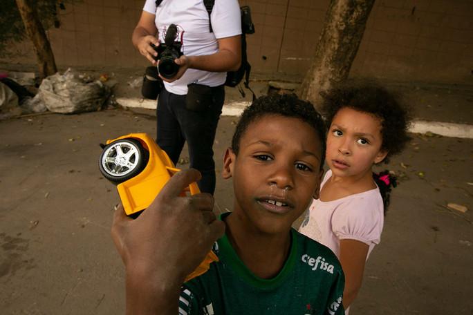 Entrega de Brinquedos e Alimentos em Paraisópolis Maio/2020