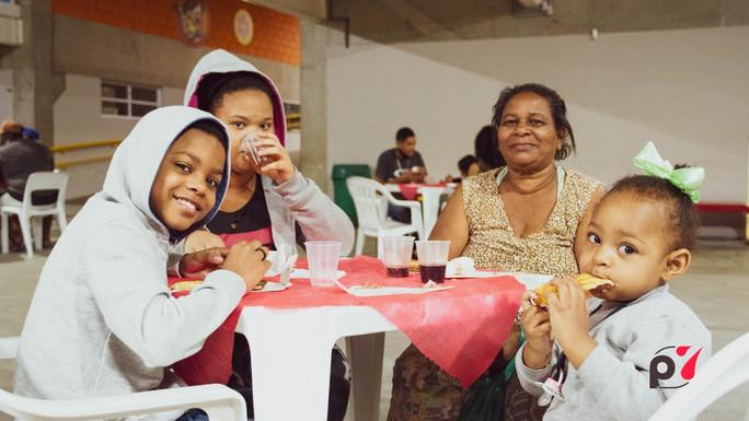 Entrega de Pizza para os moradores de Paraisópolis
