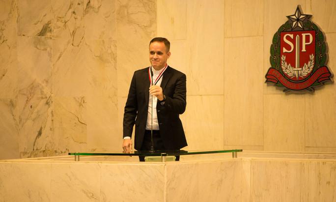 Rev. Aldo recebe o Colar de Honra ao Mérito Legislativo do Estado de São Paulo