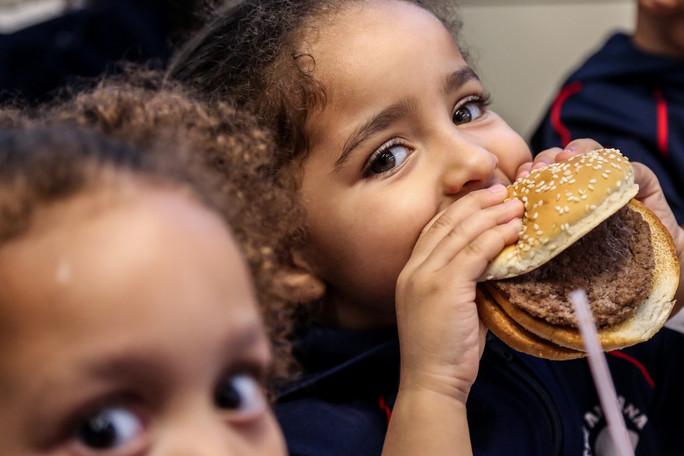 Foto: Crianças das Creches Anglicanas no Mcdonalds
