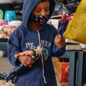Entrega de roupas, agasalhos, cama, mesa, banho e brinquedos para 1.200 famílias do Paraisópolis em