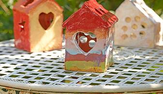 Atelier de création dessin et poterie pour enfants : activités artistiques et thérapeutiques, pour apaiser, donner de la confiance en la vie, en l'amour de soi et des autres. renouer avec la vie en collectivité.