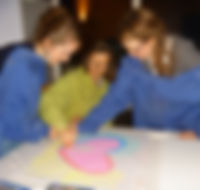 Se ressourcer dans le plaisir de la creation, en atelier famille d'art-thérapie évolutive, à Cesson-Sévigné