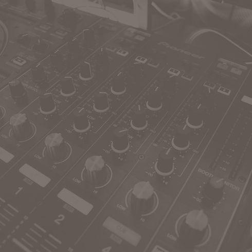 Music%25252520Mixing%25252520Equipment_e