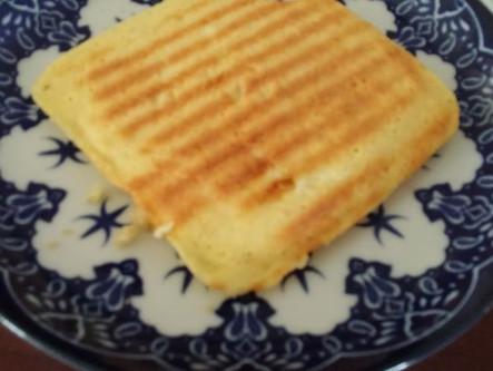 פרוסה אחת של לחם ללא גלוטן שאפשר להכין ב 5 דקות
