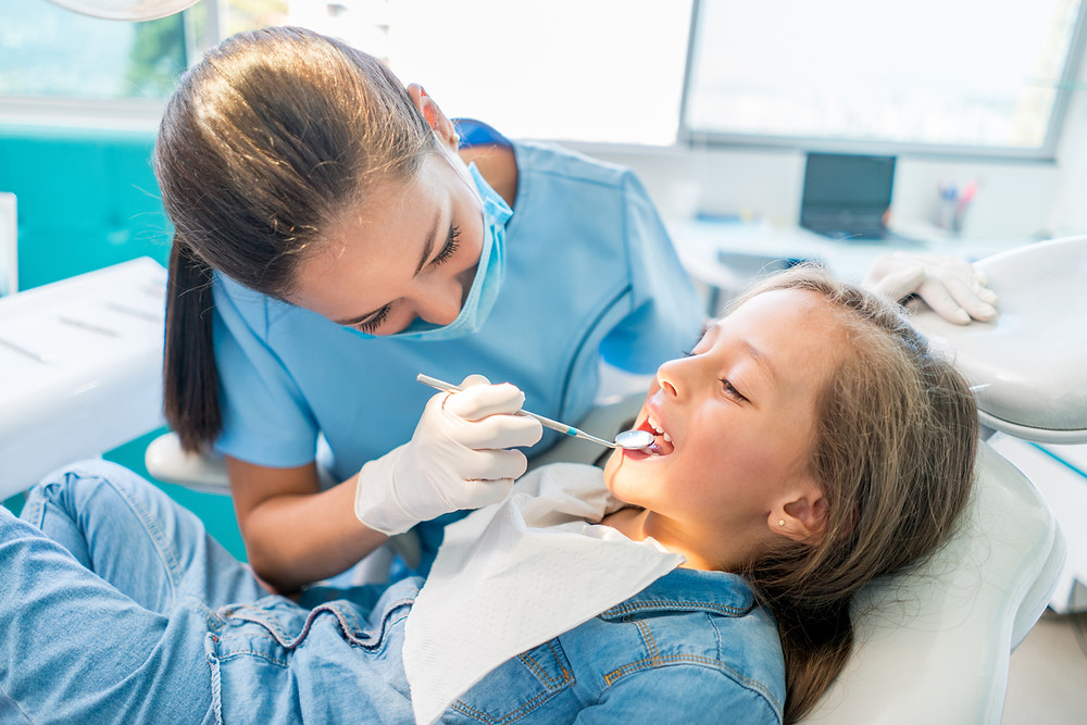 Children's dentist and child | CARRAWAY FAMILY AND COSMETIC DENTISTRY