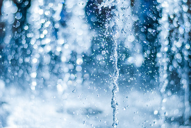 The gush of water of a fountain. Splash of water in the fountain, abstract image..jpg