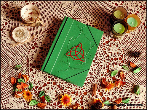 Book of shadows GREEN with triquetra - MEDIUM size - 22X16 cm