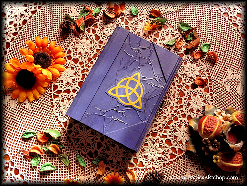 MAGIC LOCK Book of shadows VIOLET with triquetra - MEDIUM size - 22X16 cm
