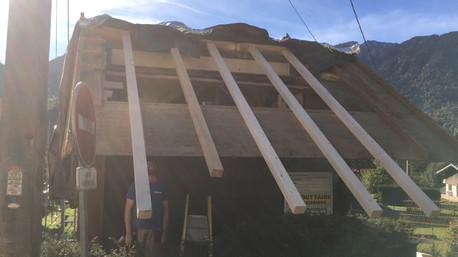 Roof under construction Le Boit