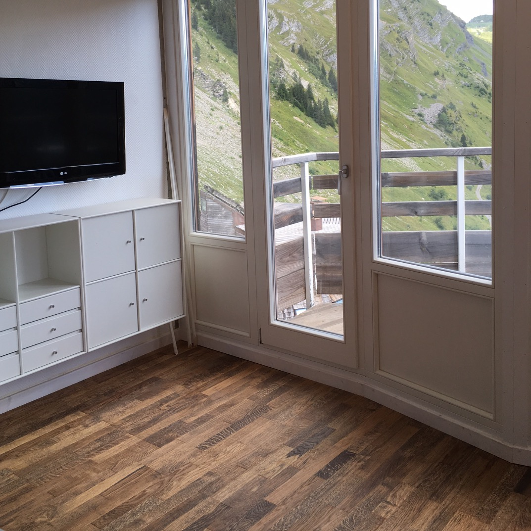Oak floor and staggered windows