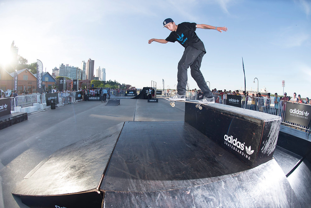 Lautaro Caluori backside tailslide.jpg