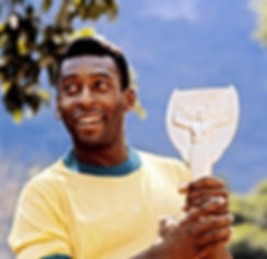 Pele-with-the-World-Cup-trophy-1970.jpg