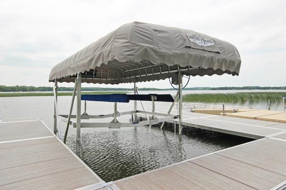 ShoreMaster Vertical Boat Lift