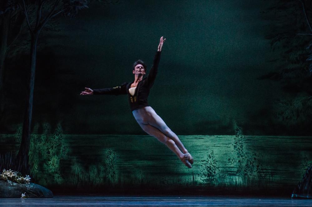 Luca Sbrizzi dancing in Giselle