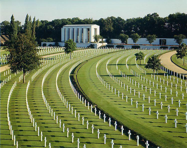 Cambridge_American_Cemetery_and_Memorial.jpg